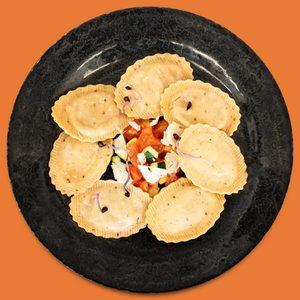 Pasta Fresca con Pimentón y Chía Rellena de Pollo al Chilindron - Libertina