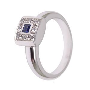 Anillo de zafiro azul y diamantes