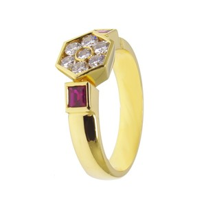 Anillo oro amarillo rubi y diamantes
