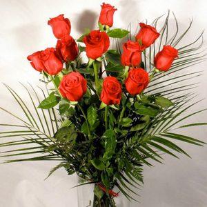Ramo de 12 rosas rojas extra (70-80 cm.)