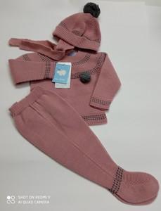 Conjunto recién nacido rosa de punto con gorro