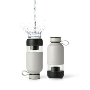 Botella de vidrio gris con filtro