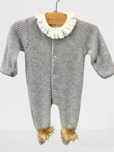 Pelele bebé - Punto azul con pompones de visón