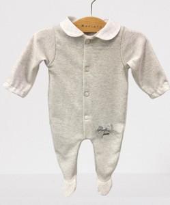 Pelele bebé  de punto a rayas grises.