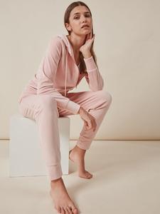 Pijama de terciopelo rosa para mujer de Gisela