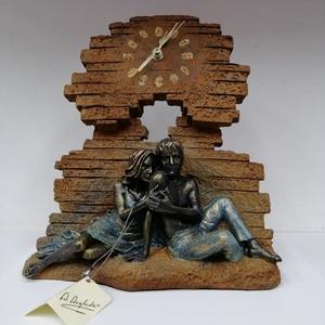 Escultura pareja con reloj
