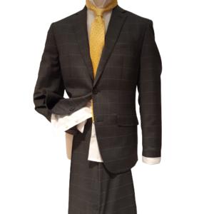Conjunto de traje con camisa y corbata.
