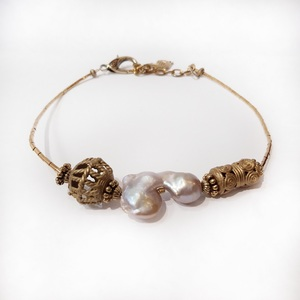 Gargantilla bronce y perla.