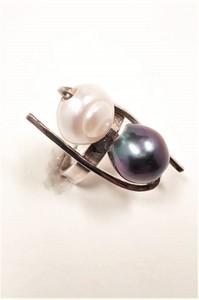 Anillo en Plata de Ley con Perlas naturales