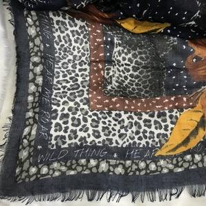 Pashmina flores y leopardo