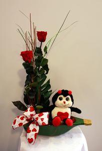 Barca romántica con rosas preservadas y peluche