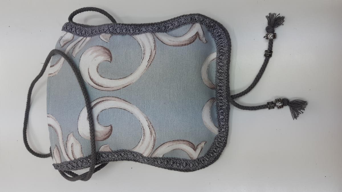 Bolso cintura mujer, color azul claro con pasamanería