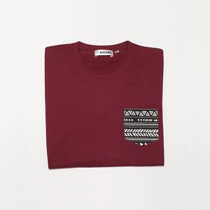 Camiseta Granate Bolsillo Étnico