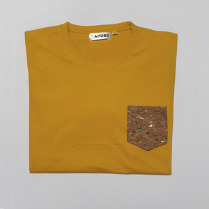 Camiseta Mostaza Bolsillo Corcho