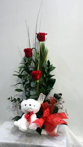 Centro de flores con 3 rosas rojas y peluche
