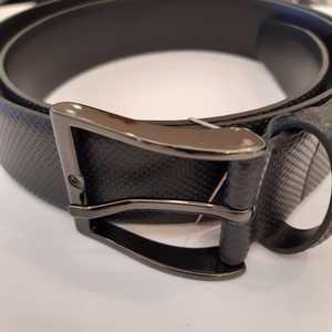 Cinturón negro de piel