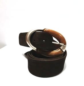 Cinturón marrón hebilla dos texturas