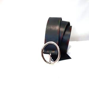 Cinturón negro de cuero