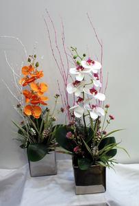Orquídea Phalaenopsis de tela en macetero plateado