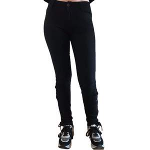 Pantalón Negro Lazos Tobillo