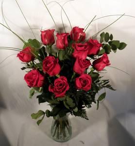 Ramo de 12 rosas rojas tallo medio