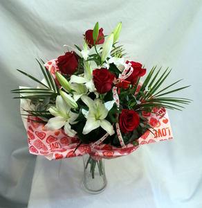 Ramo de rosas rojas y lilium
