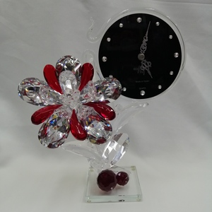 Reloj con flor de cristal de roca