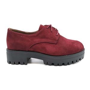 Zapato con cordón en Burdeos