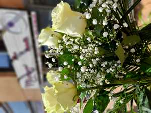 Ramo de  5 rosas blancas