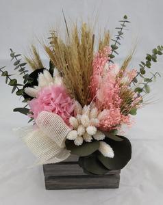 Caja de madera mediana con flor seca