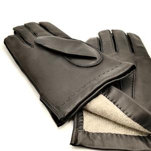 Guante Tanne color Negro de la marca SANTACANA costura exterior y venas a mano, forro Lana Merino