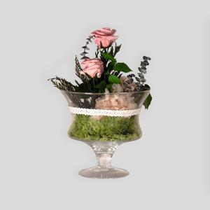 Centro de flor preservada en copa