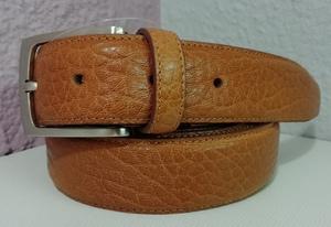 Cinturón de piel color cuero de talla grande 1,25m. de cintura