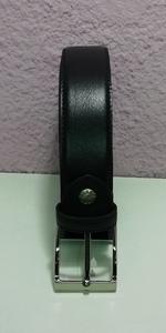 Cinturón negro, piel de 1,50m. de cintura y 3,5cm. de ancho
