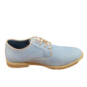 Zapato azul de sport.